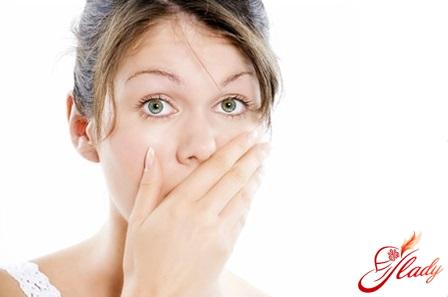 как устранить запах изо рта народными средствами