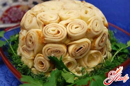 салат с грибами и блинами
