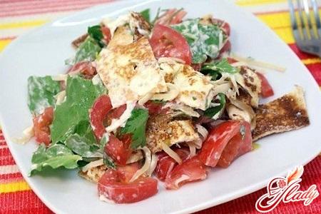 салат с блинами с грибами