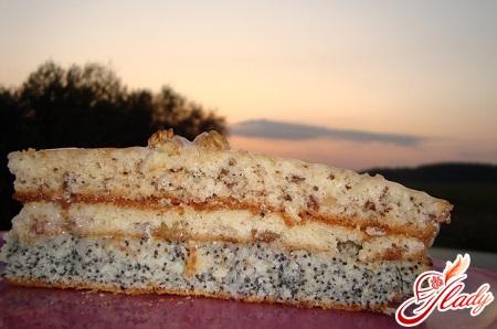 торт с орехами изюмом и маком