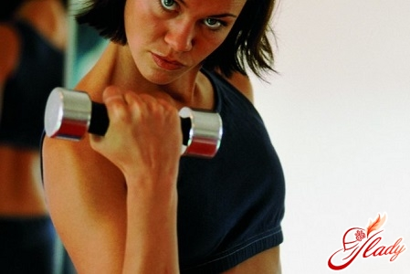 полезные упражнения для рук с гантелями для женщин