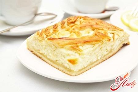 Пирог из сметаны с начинкой