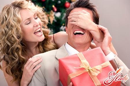 особенности выбора новогоднего подарка для мужчины