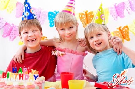 Про детство, заботу о родных и праздники