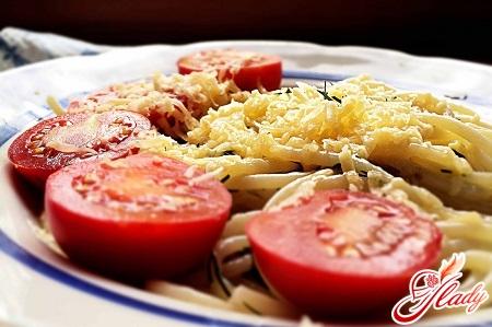вкусный омлет с помидорами