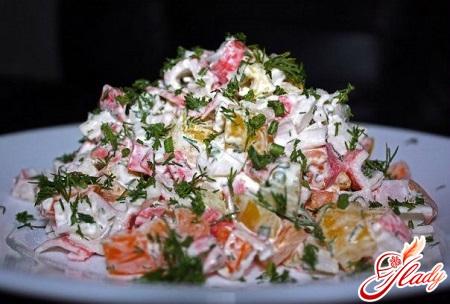 Салат из капусты морской и крабовых палочек