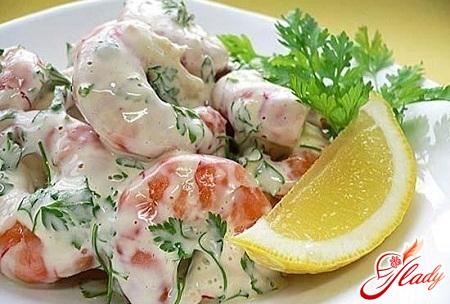 вкусный салат с креветками и крабовыми палочками
