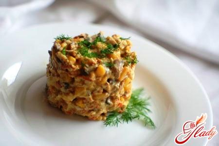 салат креветки кукуруза яйца
