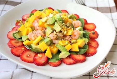 Салат с креветками и мандаринами
