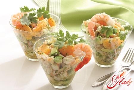 салат из авокадо и морепродуктов