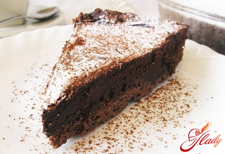 Шоколадный торт со сметанным кремом: классика кулинарного жанра