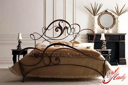 Кованые кровати – утонченная романтика в интерьере спальни