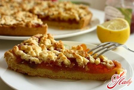 Быстрый пирог с яблочным вареньем