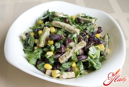 салат с фасолью и кириешками