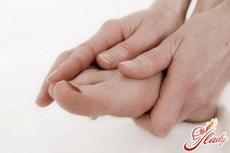ногти на ногах слоятся