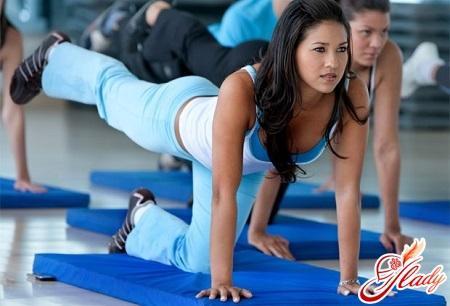 какими упражнениями накачать ягодицы