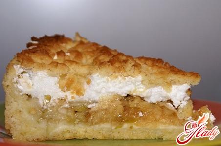 вкусный яблочный пирог с безе