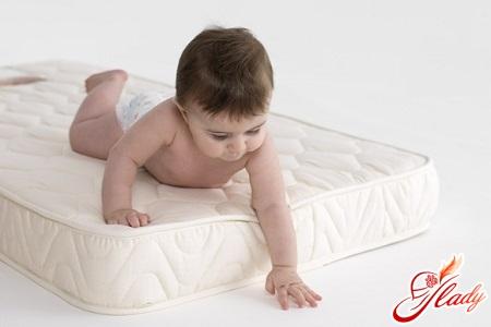 как выбрать матрас для новорожденного правильно