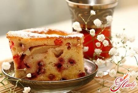 вкусный пирог с яблоками и клюквой