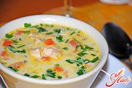 суп сырный из плавленного сыра с грибами и курицей