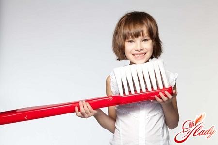 когда ребенку начинать чистить зубы