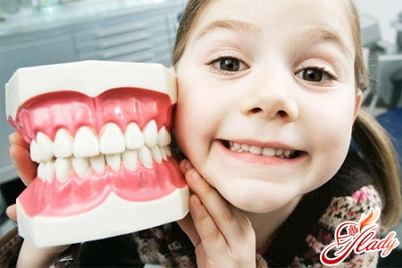 когда чистить зубы ребенку