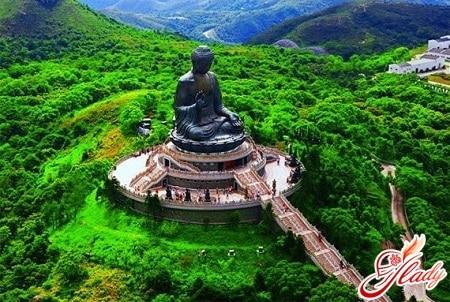 бронзовая статуя сидящего будды