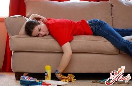 чистка дивана для выведения запаха мочи