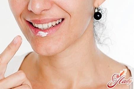 лечение белых точек на губах
