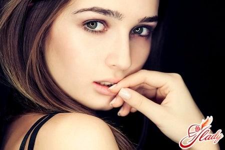 причины появления белых точек на губах