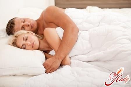 позы сна для влюбленных