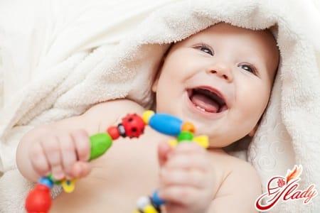 первая улыбка ребенка до года