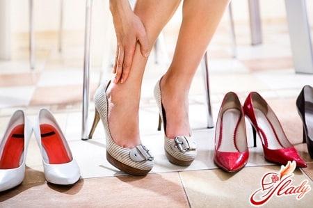 неправильная обувь может послужить причиной для вальгусной деформации стопы