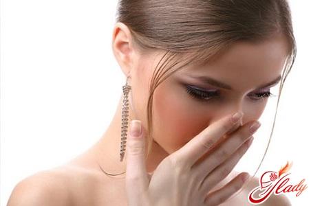 нехороший запах изо рта