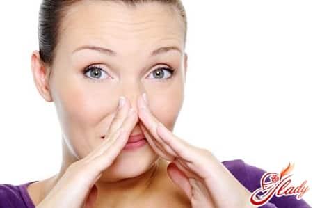 причины резкого запаха мочи по утрам
