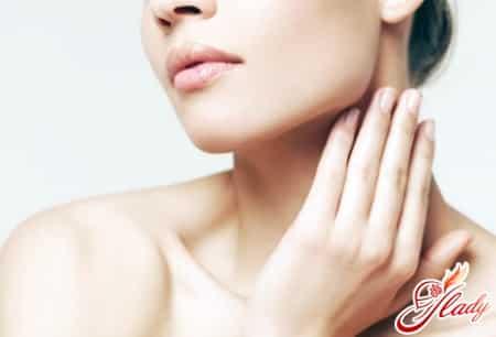 причины появления жировика на шее