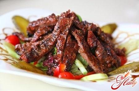 салат с бараниной и овощами