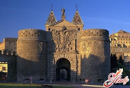 толедо - ворота пуэрта-де-бисагра
