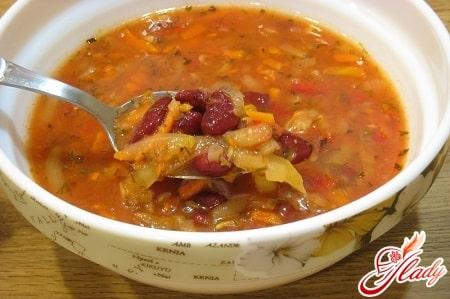 острый фасолевый суп
