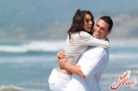 для активирования сектора брак в зону любви ставят символику эротического характера