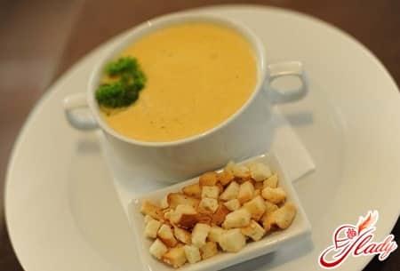 крем суп с гренками
