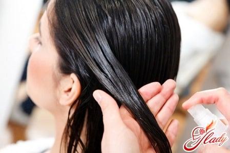 распыление масла на волосы