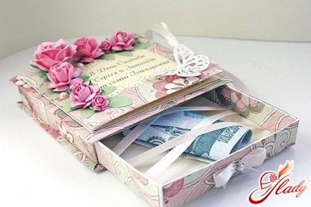денежный подарок на свадьбу