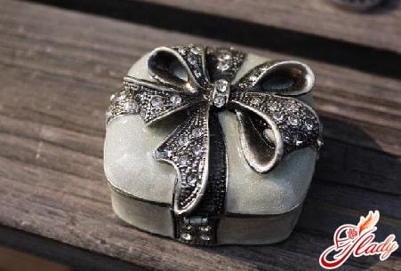 оловянная шкатулка для жены