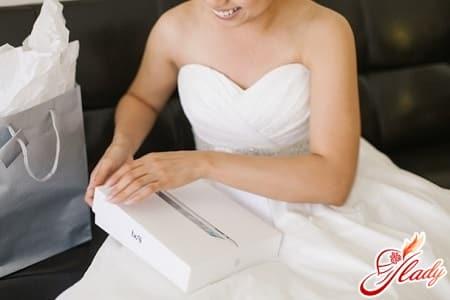 пример подарка жениху на свадьбу в виде планшета