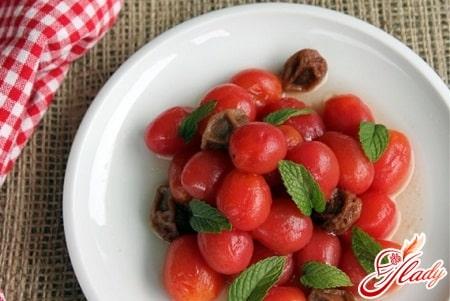 соленые помидоры с зеленью