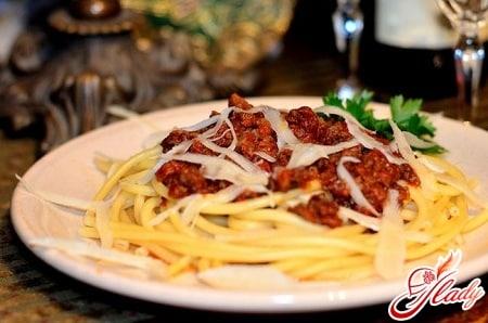 вкусные спагетти с фаршем