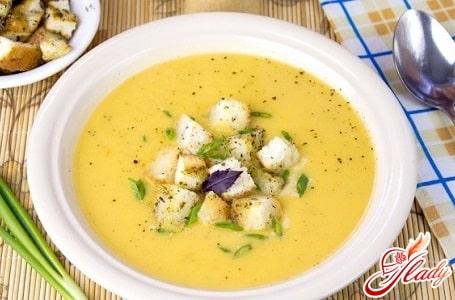 чечевичный суп пюре с гренками