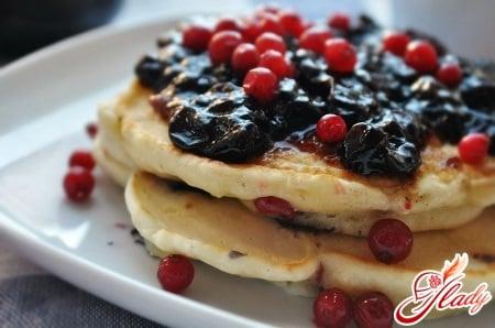 панкейк с ягодами