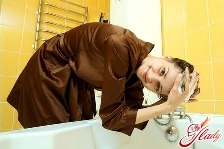 при мытье волос массируйте кожу головы